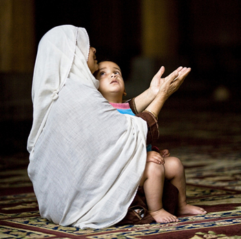 Mother Praying. Photo by David DuChemin