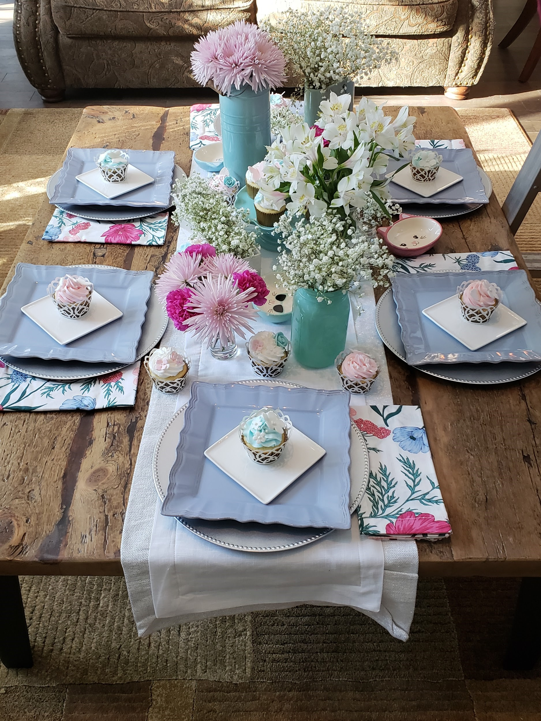 2020 National cupcake Day table setting