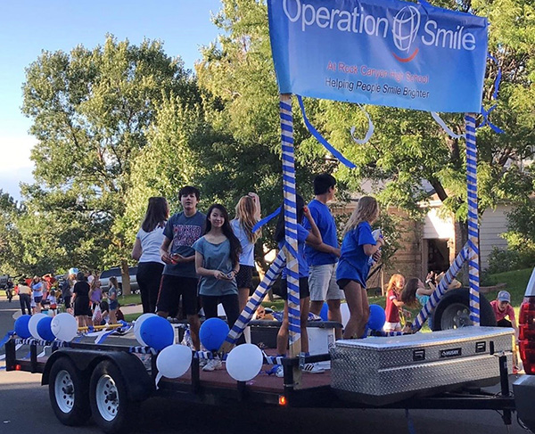 Colorado homecoming parade, Operation Smile float